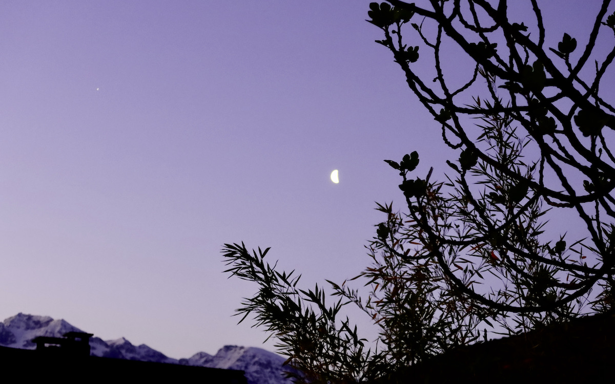 Lune dans la nuit